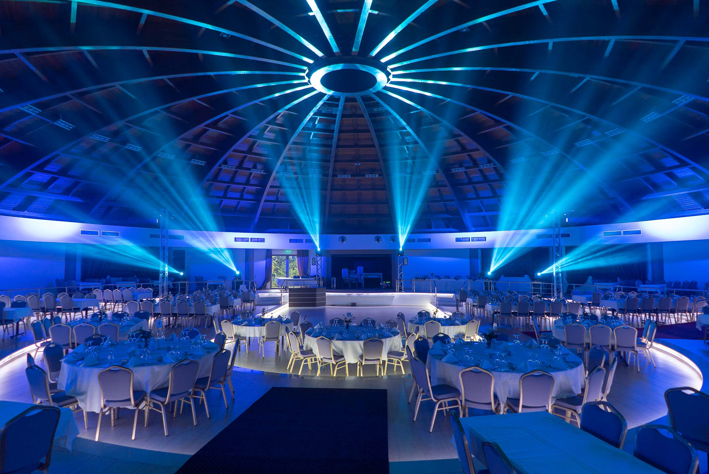 beam lights in a wedding event